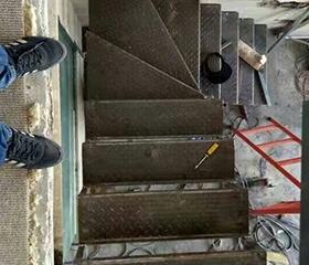 制作阁楼楼梯要注意材质