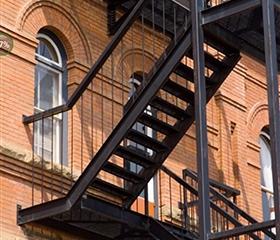 室外阁楼楼梯栏杆哪种材质比较好?
