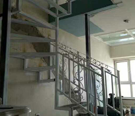 大连阁楼楼梯厂家